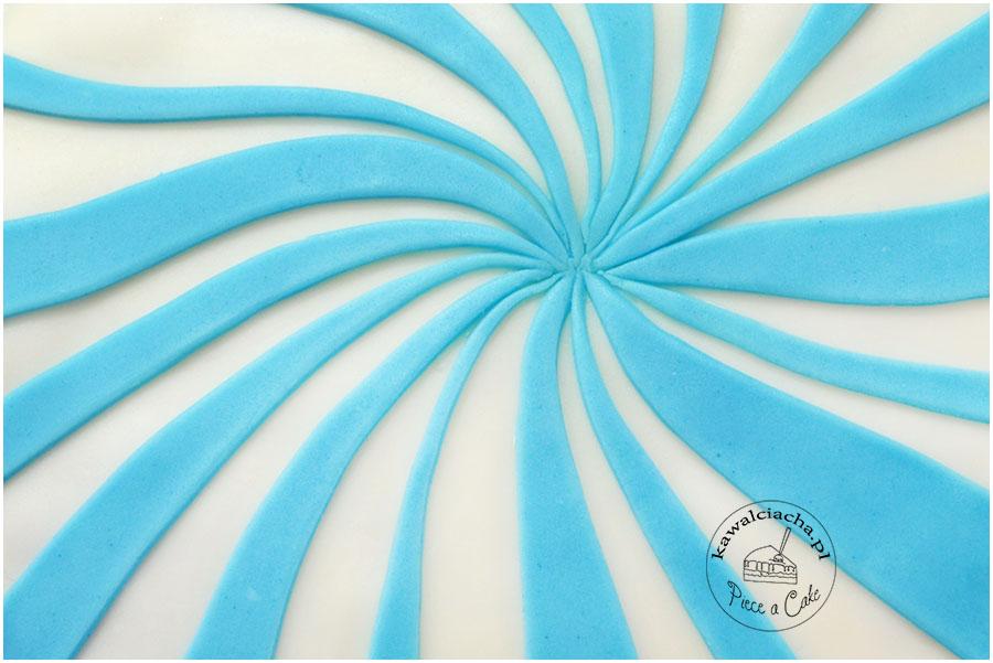 tort obłożony lukrem plastycznym