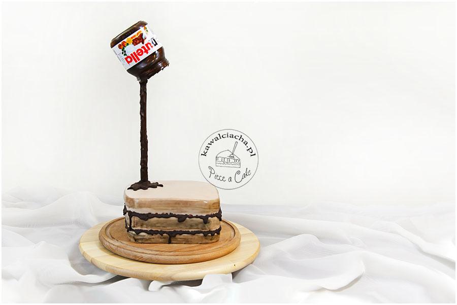 Tort antygrawitacyjny na urodziny z nutellą