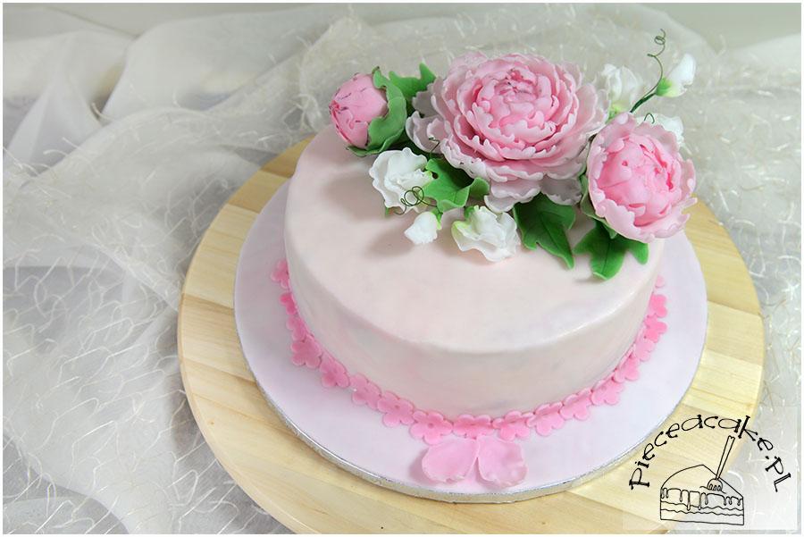 Tort ślubny z cukrowymi piwoniami i groszkiem