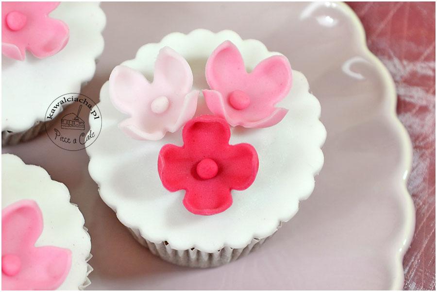 muffiny z kwiatami cukrowymi