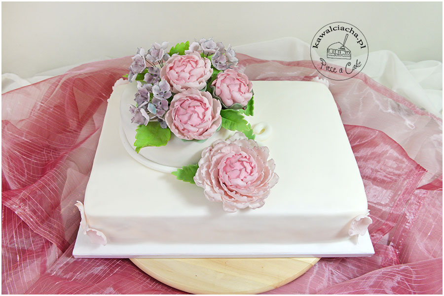 tort z cukrowymi hortensjami