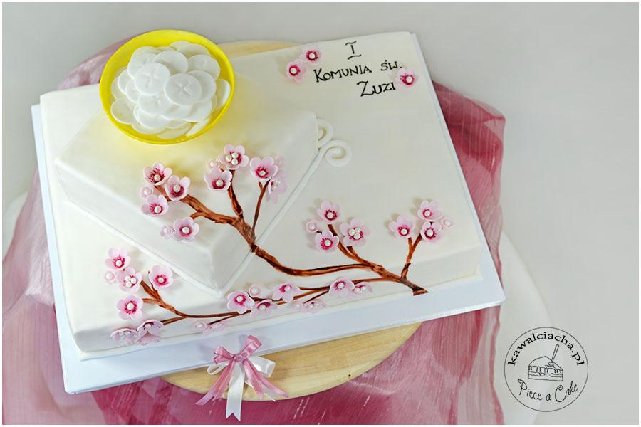 Tort komunijny z gałązką kwitnącej wiśni