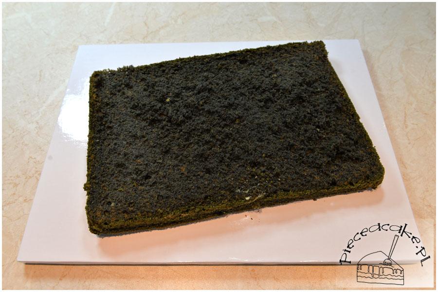 Tort na Halloween Potwór - czarny biszkopt