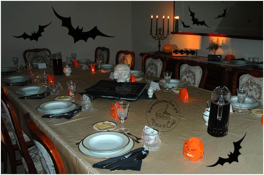 stół na halloweenowe przyjęcie