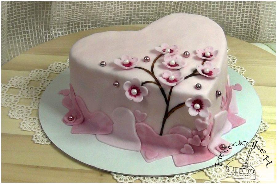 Tort serce z gałęzią wiśni