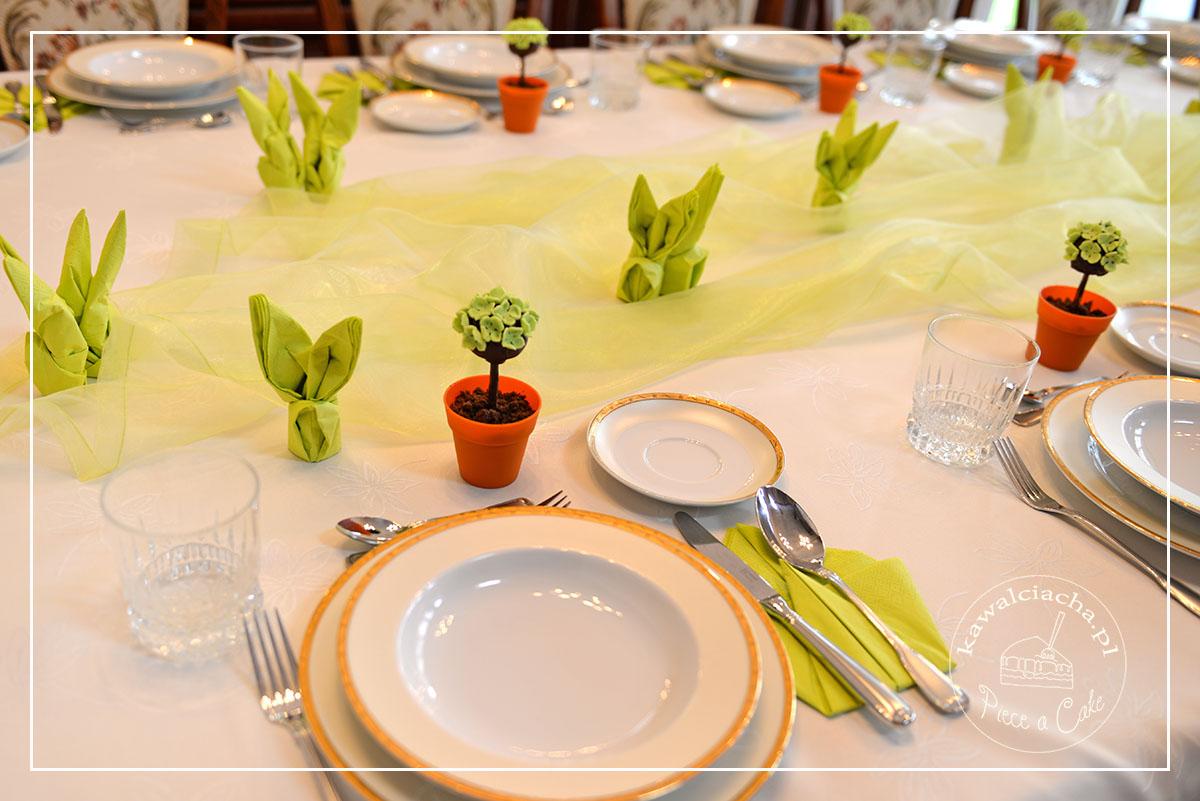 Obrazek: wiosenne babeczki - wielkanocna dekoracja stołu