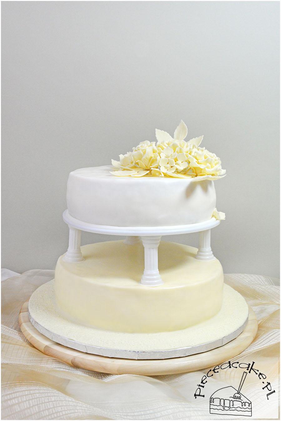 piętrowy tort ecru
