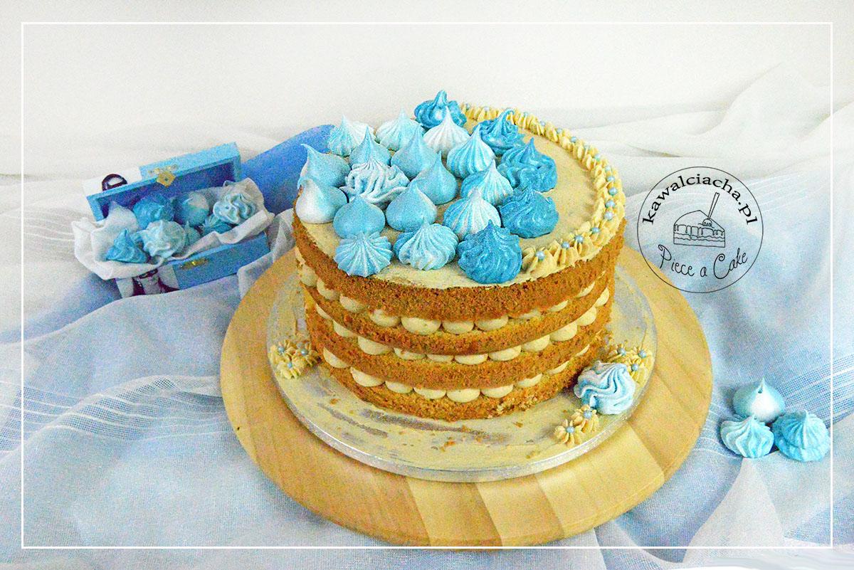 Obrazek: naked cake z niebieskimi bezami