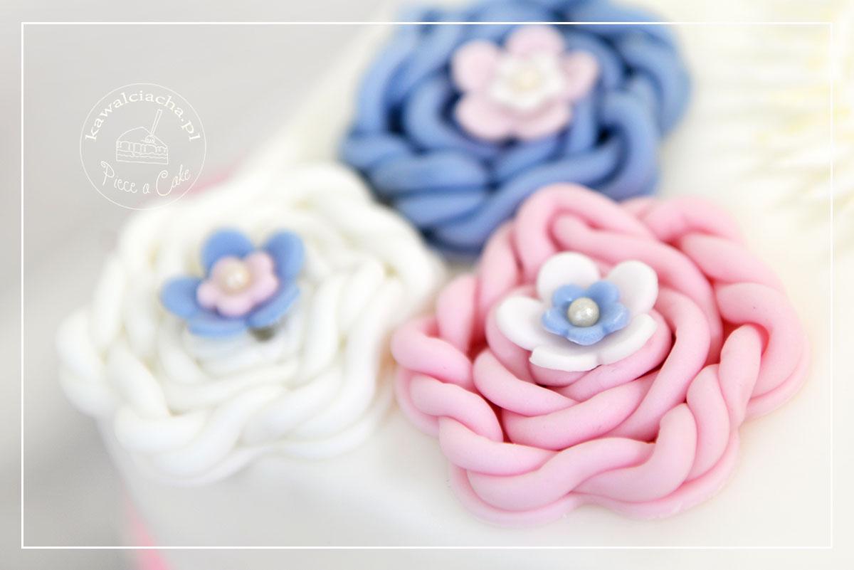 Obrazek: szydełkowane kwiaty z cukru