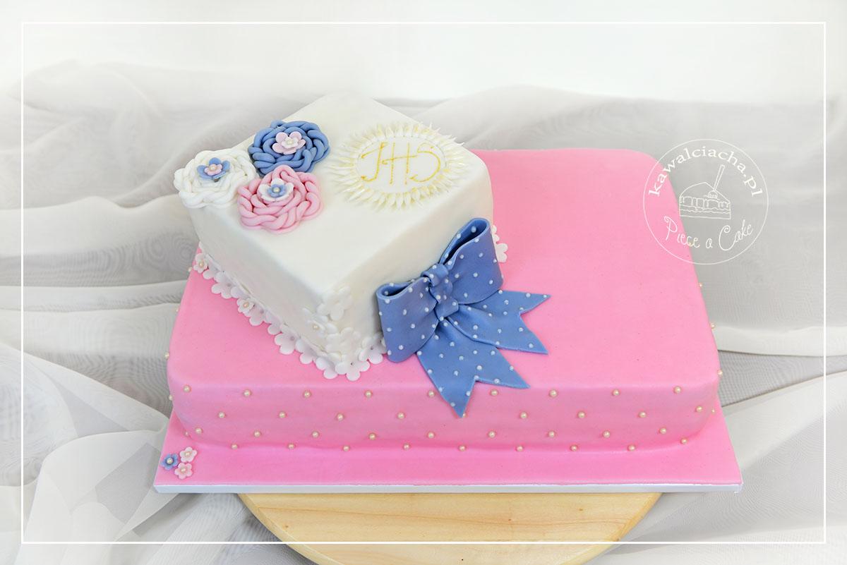 Obrazek: Tort z szydełkowanymi lukrem kwiatami