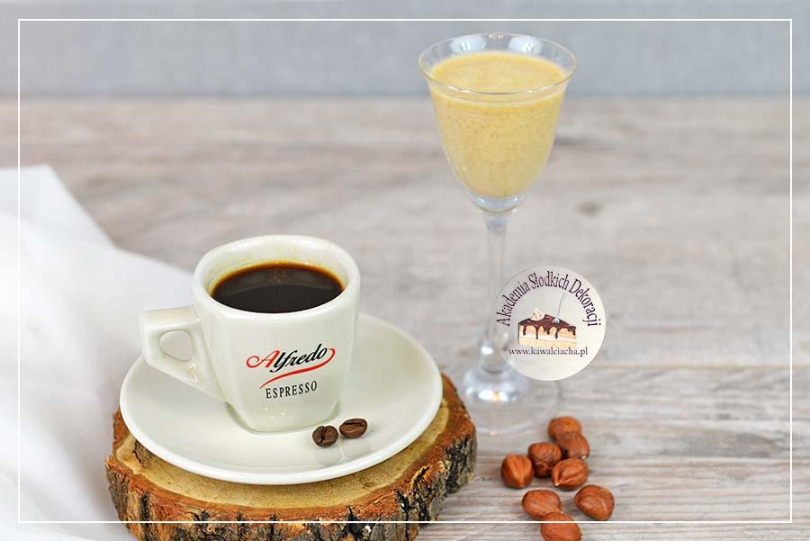 Obrazek: Nasączenie biszkoptu kawą