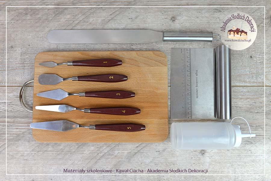 Obrazek: Narzędzia do dekoracji z kremu i drip czekoladowy