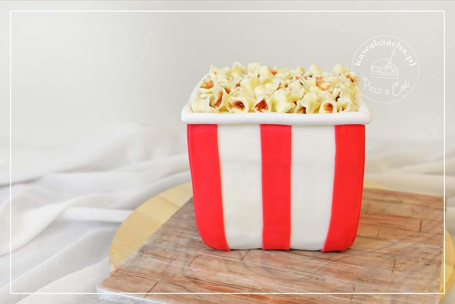 Obrazek: Tort w kształcie kubełka popcornu
