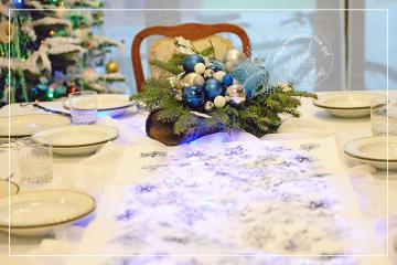 Wigilijny stół w kolorze szafiru
